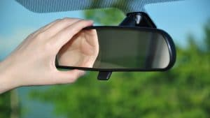 This is how you adjust your car mirrors correctly 300x169 - المركز الإعلامي
