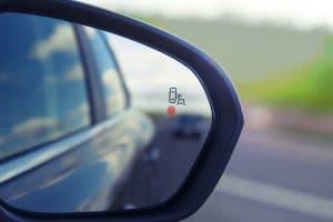 Tips to avoid blind spots in driving 2 300x200 - المركز الإعلامي