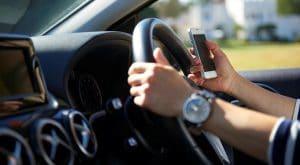 Avoid distractions while driving 300x165 - المركز الإعلامي